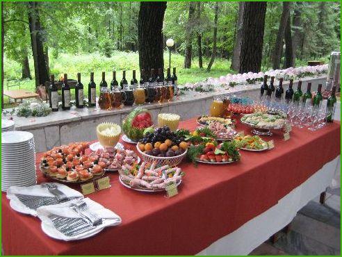 Фуршетный стол на свадьбу