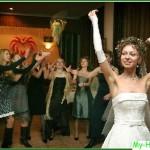 Поймать букет невесты на свадьбе