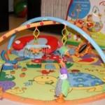 Игрушки для малышей как свадебный подарок