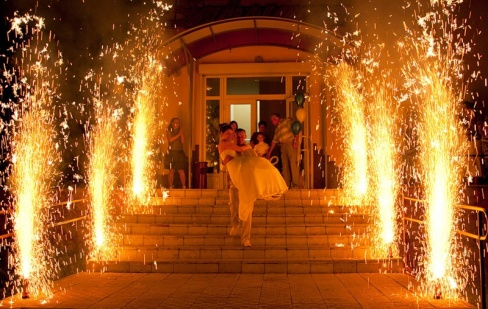 Развлечения на свадьбу: Фейерверк и пиротехническое шоу