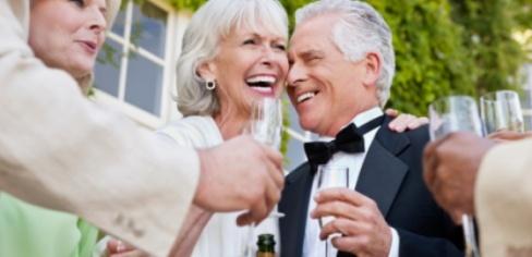 Что подарить родителям на годовщину свадьбы 25 лет?