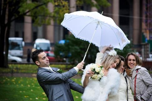 Где фотографироваться в дождь на свадьбу?