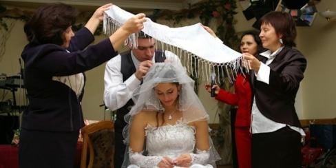 Обряд снятия фаты на свадьбе