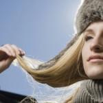 Как защитить волосы зимой?