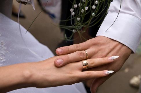 Обручальные кольца из желтого золота, цены на них вполне доступны
