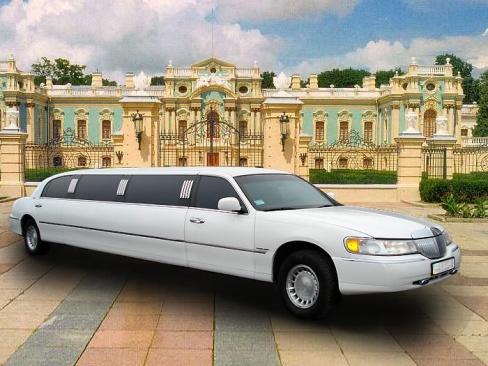 Лимузин на свадьбу: практичность и элегантность