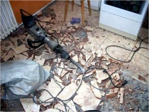 Ремонт: удаление облицовочной плитки со стен