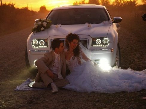 Свадебная машина для свадьбы. Украшение