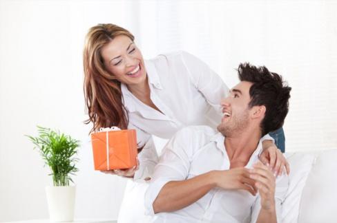 Советы невесте: что подарить любимому мужу на свадьбу