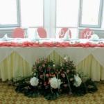 Свадебное оформление искусственными цветами