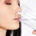 Можно ли запивать еду водой?
