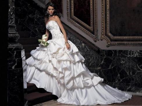 Свадебное платье покупаем, шьем или берем напрокат?