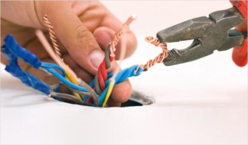 Когда надо менять электропроводку?